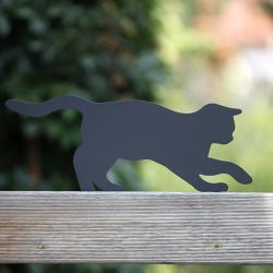 Ozdoba do ogrodu Kot Pineska na płocie - prezent dla kociary