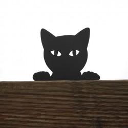 Śmieszny kot Filemon na płocie