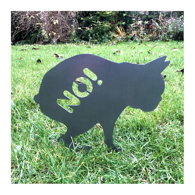 Piest Toto na trawie