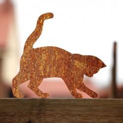 Kot Rdzawa Tosia przykręcony do płotu
